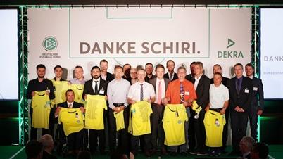 Gruppenfoto DEKRA Aktion Dank Schiri