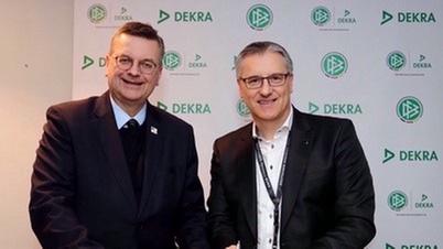 DFB-Präsident Reinhard Grindel (links) und DEKRA Vorstandschef Stefan Kölbl