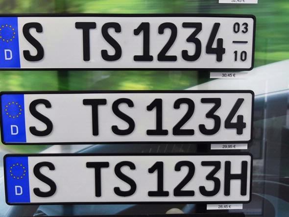 Seasonal license plate