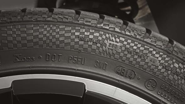 DEKRA Reifen Beschriftung