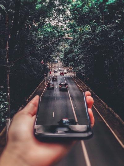 DEKRA Sicheres Fahrverhalten durch digitale Assistenz