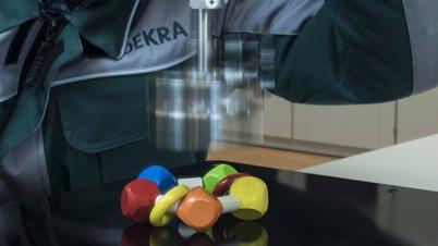 DEKRA Spielzeug Prüfung Fall Test