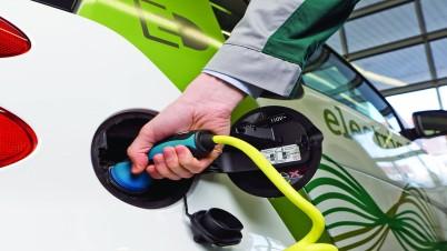 Elektrofahrzeug wird geladen