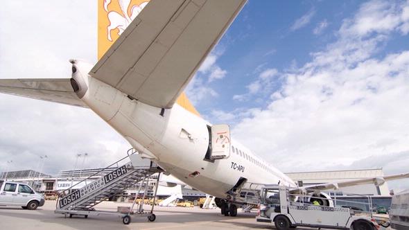 Flugzeug Beladung DEKRA
