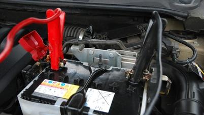 Autobatterie mit Starterkabel
