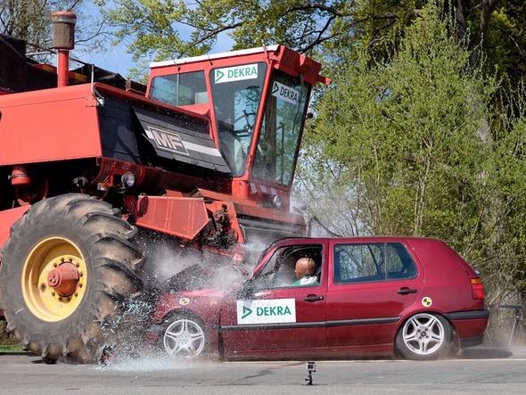 Unfall mit Erntefahrzeug